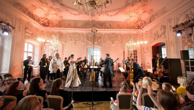 Ar krāšņiem koncertiem Rundāles pilī noslēgsies Senās mūzikas festivāls
