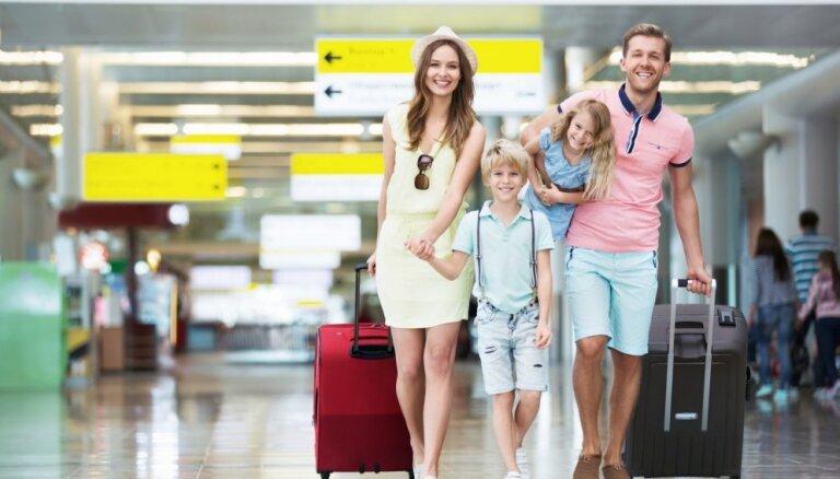 No dokumentiem līdz izklaidei – seši padomi ceļošanai kopā ar bērniem