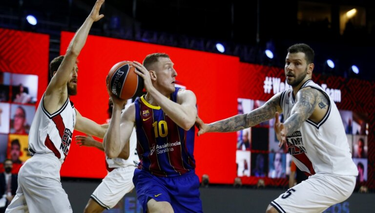 Šmits un 'Barcelona' dramatiskā cīņā iekļūst ULEB Eirolīgas finālā