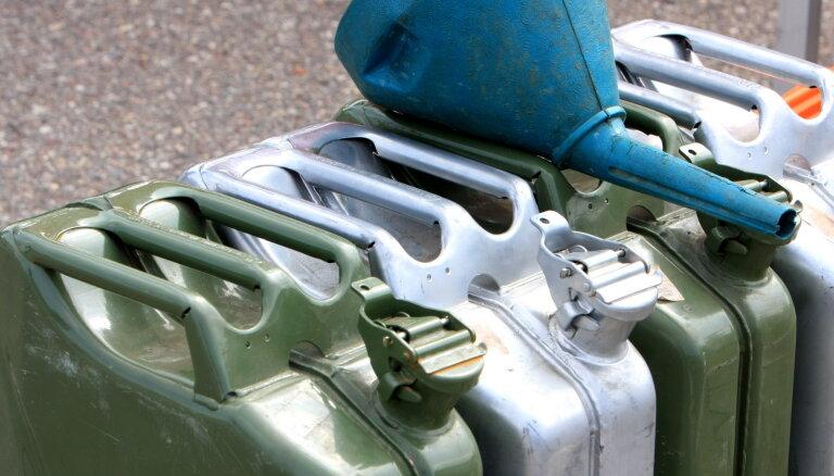 Viļņā degvielas cenas krītas; Rīgā nedaudz sarūk dīzeļdegvielas cena