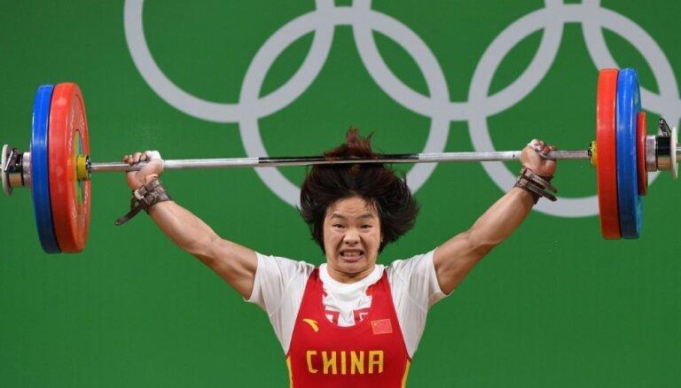 Ķīna tiek pie ceturtās zelta medaļas Rio spēļu svarcelšanā