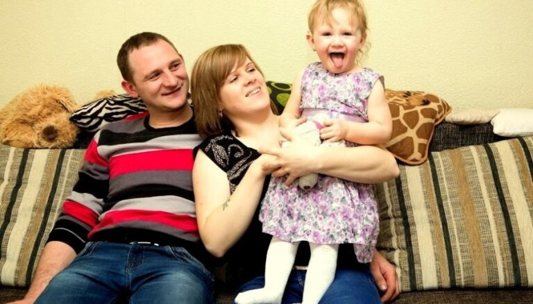 Palīdzēsim ādažniecei Agatei atgūt dzirdi ar delfīnterapiju Ukrainā