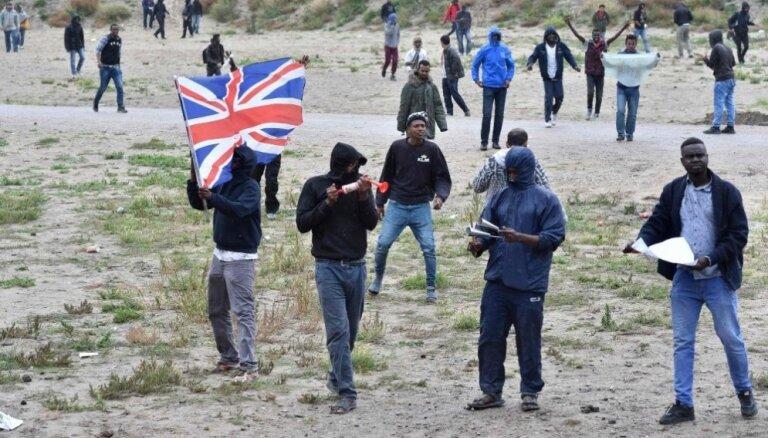 Olands jaunā grāmatā atzīst islāma Francijai radītās problēmas