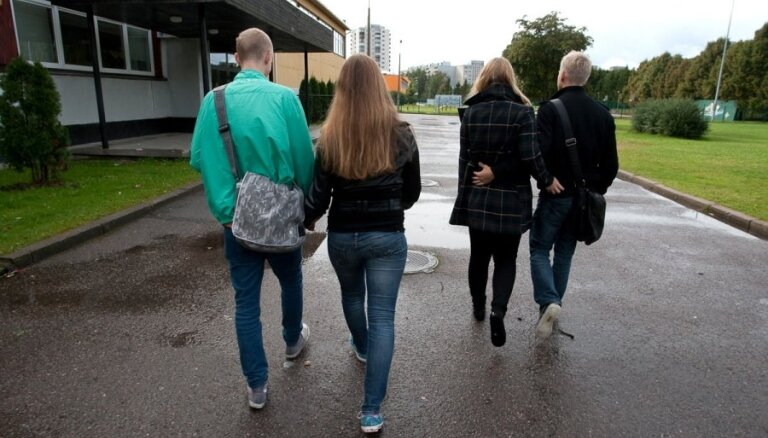 Jaunieši 'iedod kurvīti' – atsakās piedalīties LZA konsīlijā par 'čekas maisiem'