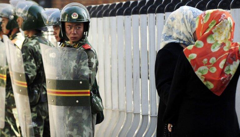 Ķīna izmanto sejas atpazīšanas tehnoloģijas uiguru izsekošanai, vēsta laikraksts