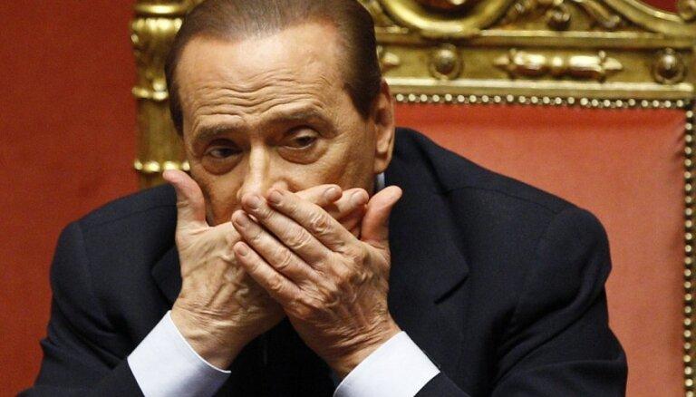 Berluskoni atņem Itālijas senatora statusu
