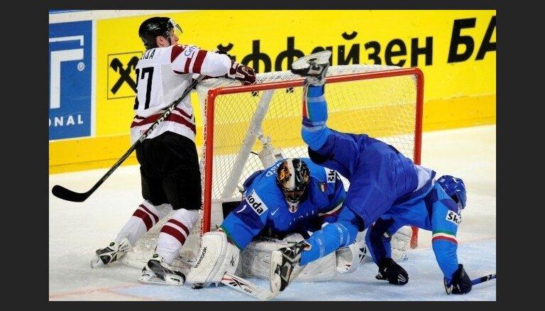 Сегодня сборная Латвии проводит третий матч на ЧМ по хоккею