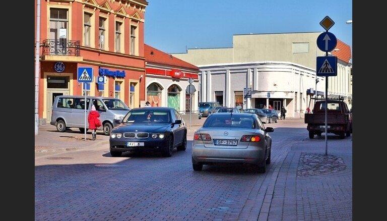 Ventspilī par gandrīz 47 000 eiro atjaunos ielu horizontālos apzīmējumus