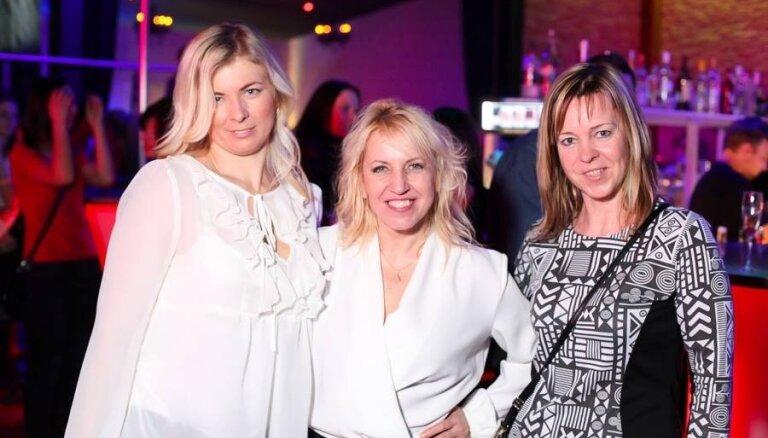 Olga Rajecka ālējas Valmieras naktsklubā