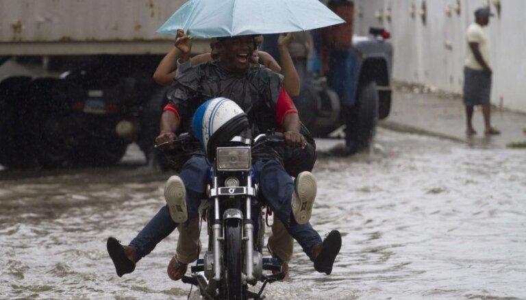 Orkāns 'Sendija' plosās Jamaikā un Kubā