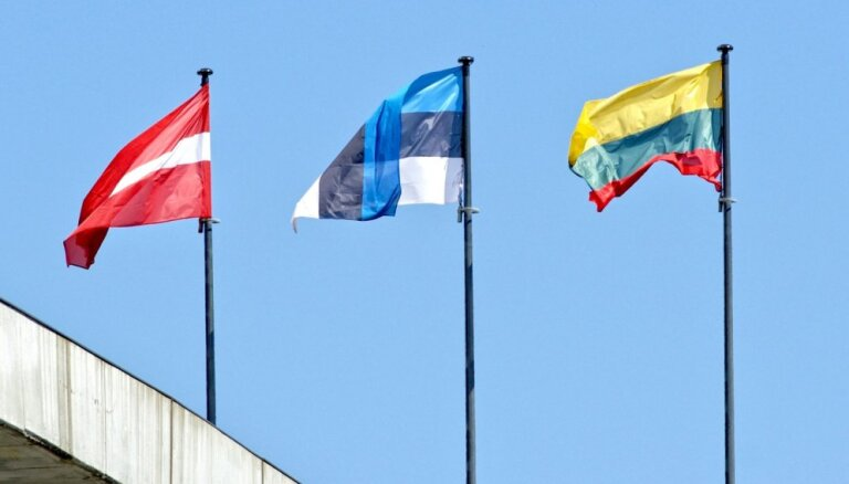 Латвийцы за границей смогут обращаться в консульства Литвы и Эстонии, если нет латвийского