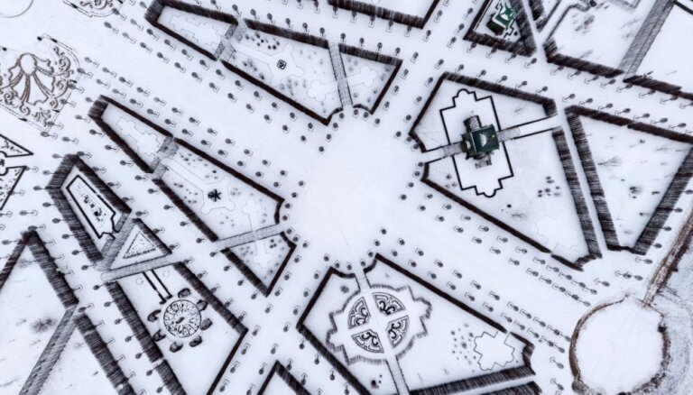 Citāds skats uz Rundāles pili – ziemīgā parka raksti no putna lidojuma