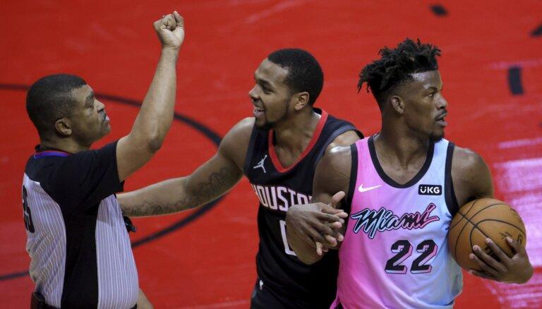 Kurucs nedodas laukumā; 'Rockets' ceturtais zaudējums pēc kārtas
