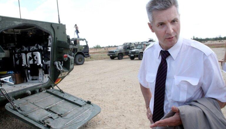 Aizsardzības ministrs: Kārlis Ulmanis pieļāva lielu kļūdu, nepretojoties padomju armijai