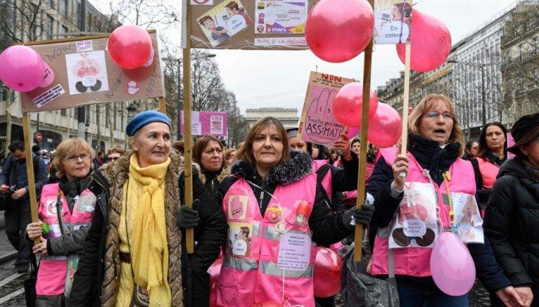 Francijā notiek kārtējie 'dzelteno vestu' protesti; metodes dažādojušās