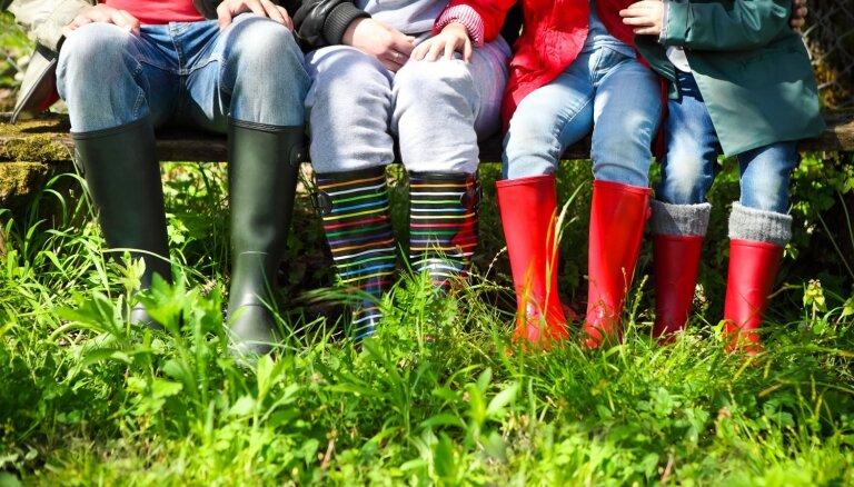 Lieli izdevumi un neizgulējušies vecāki – novecojuši mīti par daudzbērnu ģimenēm