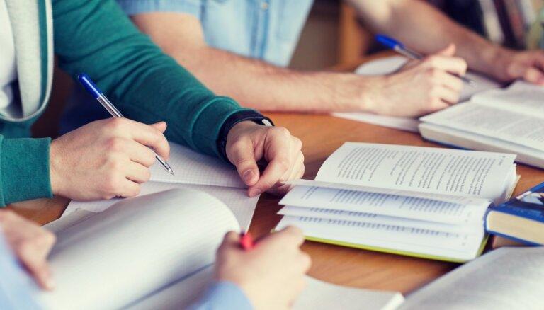 Ikmēneša stipendija rudenī būs 99,60 eiro; IZM cer nākamajā gadā tās apmēru dubultot