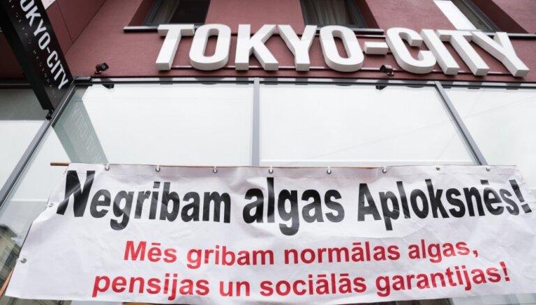 """СГД просит наказать сеть ресторанов Tokyo City за зарплаты """"в конвертах"""""""