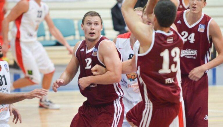 'Barons kvartāla' basketbolisti pārliecinoši uzvar Buškevica trenēto 'Maks&Moorits'