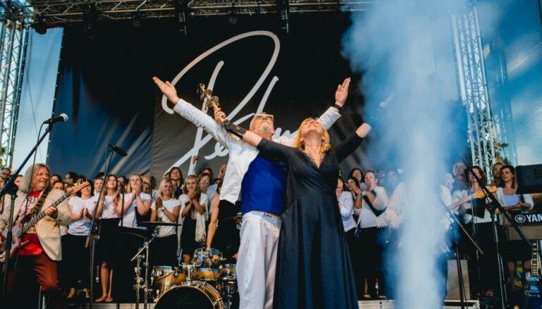 Foto: 'Pērkons' iedārdina jubilejas gada vasaras koncertus