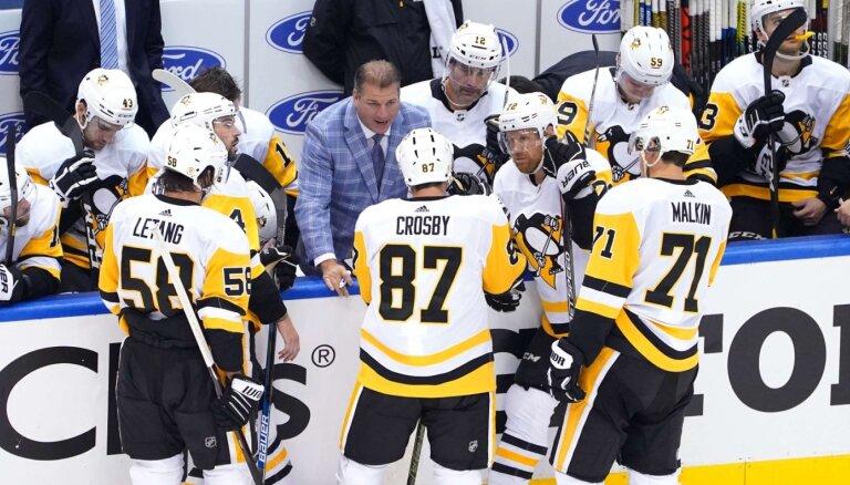 Bļugera 'Penguins' nepagarina līgumus ar trīs galvenā trenera asistentiem