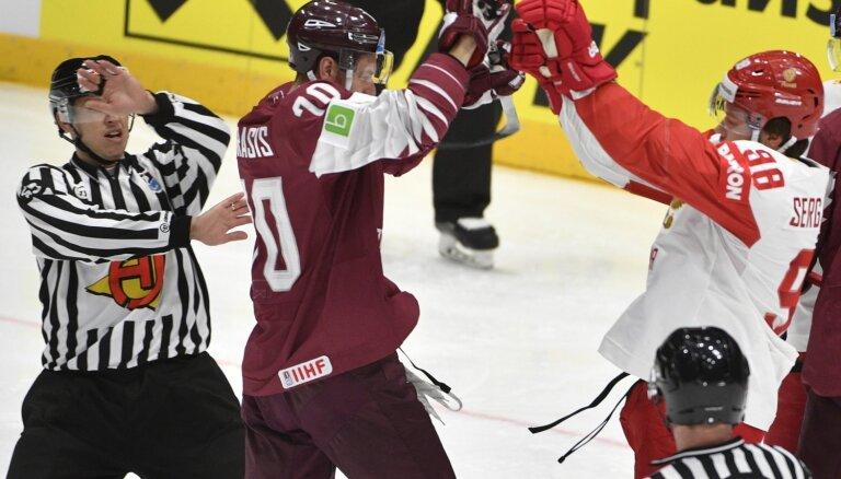 Krievijas izlases treneris: Latvija cīnījās par turnīra turpināšanu, tāpēc spēle bija asa