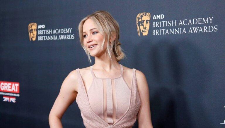 Актриса извинилась за то, что чесала попу о священные камни на Гавайях