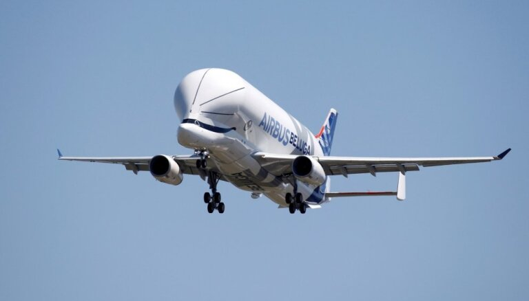 Video: Debesīs pirmoreiz paceļas 'Airbus' jaunais 'debesu valis'