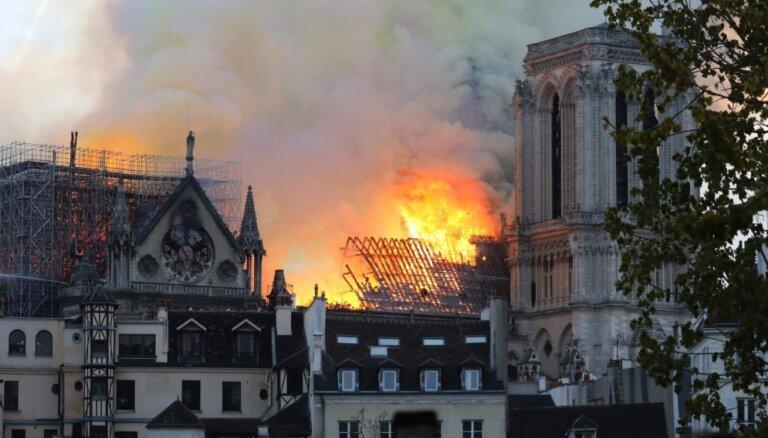 Miljardieri Parīzes Dievmātes katedrāles rekonstrukcijas darbiem sola novirzīt simtiem miljonu eiro