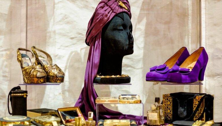 """ФОТО: Балы всегда в моде. """"Приглашение на бал века"""" вам прислал Александр Васильев, открывший 7-ю выставку в Риге"""