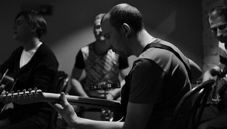Iznāk latviešu mūziķu un krievu dzejnieces albums 'Dom na graņice Raja'