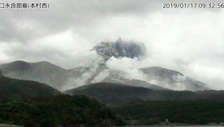 ВИДЕО. На одном из японских островов произошло извержение вулкана