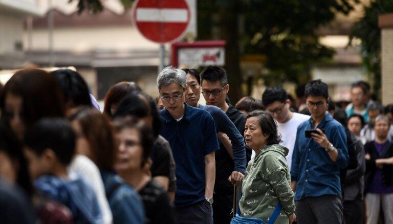 Honkongas pašvaldību vēlēšanās rekordaugsta vēlētāju aktivitāte