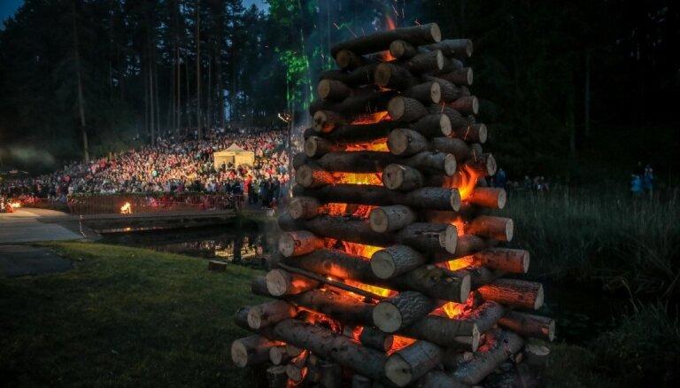 10 idejas, kā izveidot un rotāt ugunskuru Līgo svētkos