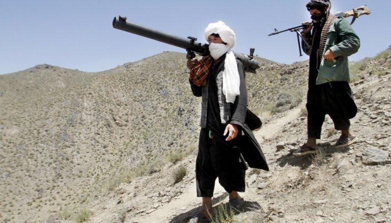 Talibi aicina ASV atstāt Afganistānu vai rēķināties ar līdzīgu sakāvi kā PSRS