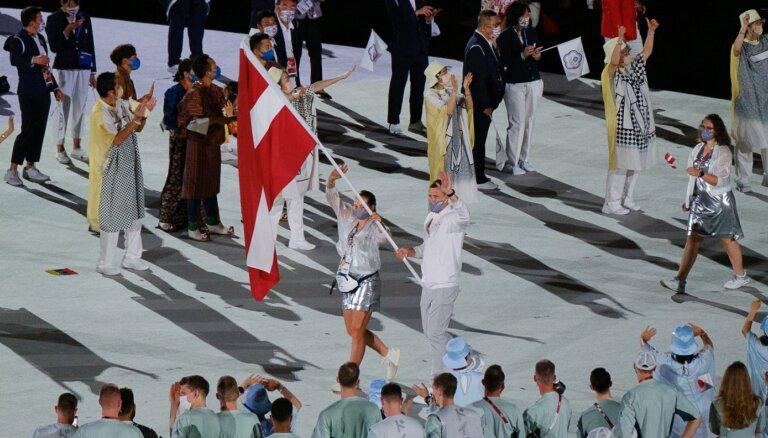 Latvijas karognesēji Ostapenko un Čavars dalās iespaidos pēc olimpisko spēļu atklāšanas ceremonijas
