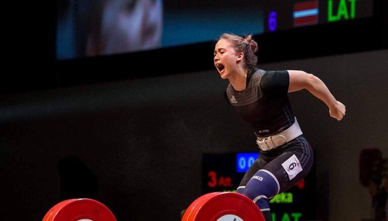 ВИДЕО: Латвийская штангистка Коха впервые стала чемпионкой мира