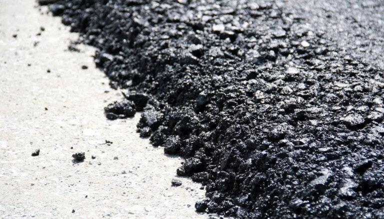 Vairāk nekā 60 valsts ceļu posmos notiek būvdarbi; jārēķinās ar satiksmes ierobežojumiem