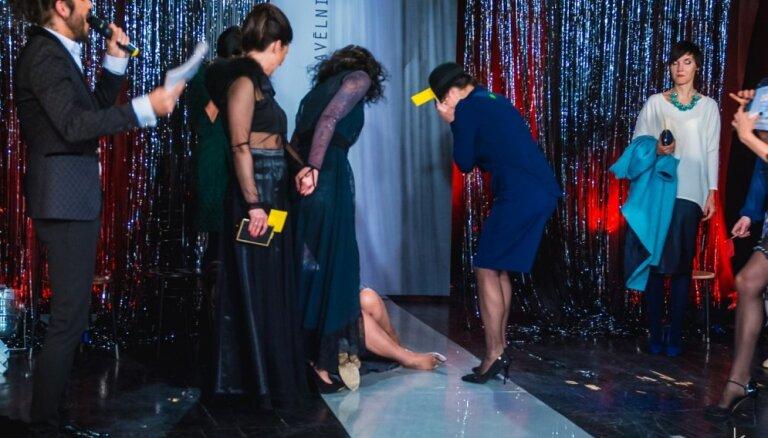 'Rīga TV24' šovā divas sievietes apgāžas no prieka