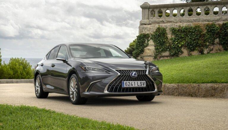 Jaunais 'Lexus ES 300h' Latvijā gaidāms jau novembrī