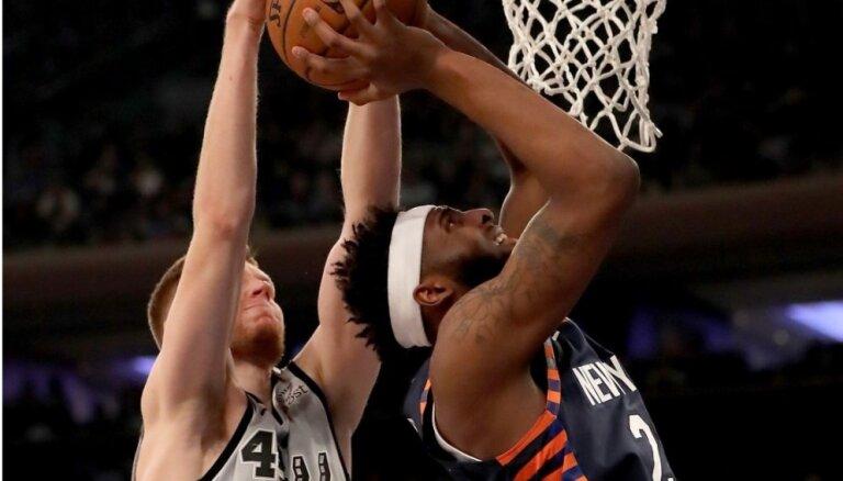 Bertāns pamatpieciniekā 'Spurs' zaudējumā līgas pastarītei