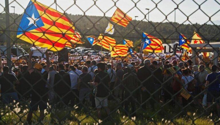 Барселона сдается. Каталонцы рвутся в тюрьму поддержать лидеров-сепаратистов