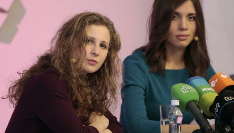 Pussy Riot: отказ от акций и заменить Путина Ходорковским