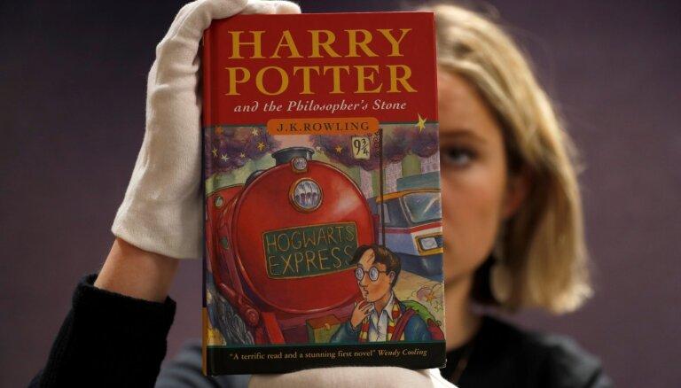 Latvijā jaunā veidolā atgriezīsies grāmatas par Hariju Poteru (raksts precizēts)