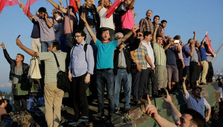 Foto: Rīts pēc neveiksmīgā puča Turcijā