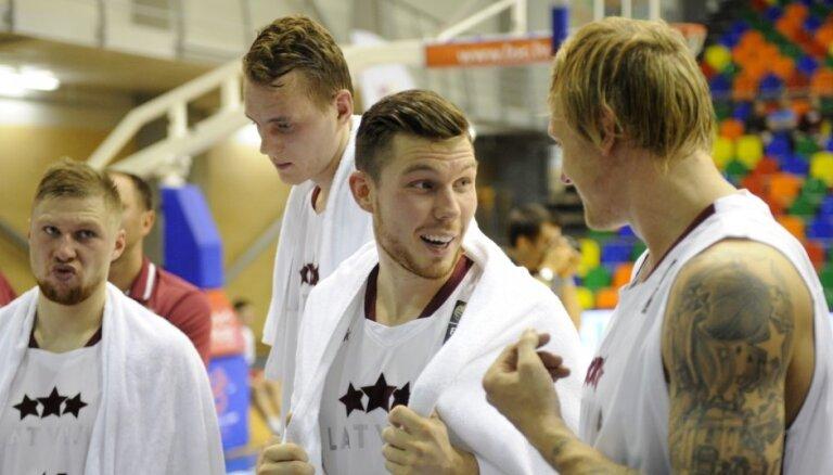 Latvijas basketbola izlases kandidātu sarakstā PK atlases spēlēm iekļauti arī Mālmanis, Kurucs, Vecvagars un Zaķis