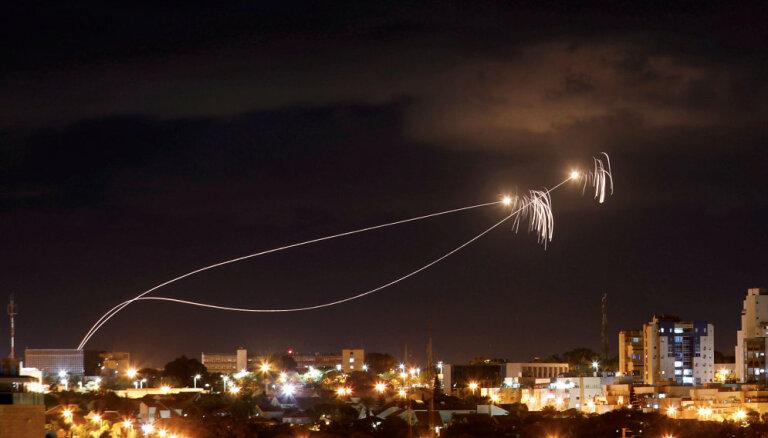 Izraēla naktī Gazā uzlidojumos iznīcinājusi ap 80 'Hamas' objektu