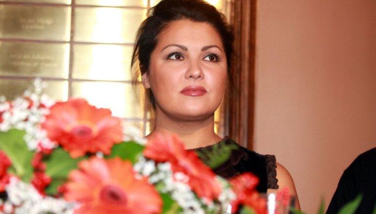 ВИДЕО: Анну Нетребко вместе с семьей выгнали из театра в Лондоне