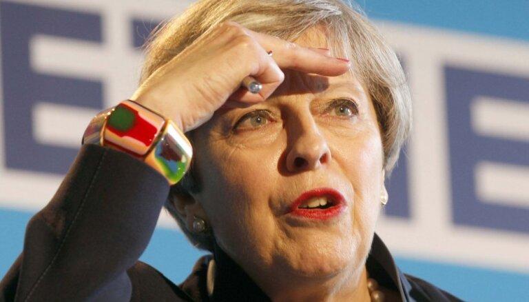 Терезу Мэй ненавидели за вульгарные наряды и неуклюжие выходки. Как ей удалось стать премьером Британии?