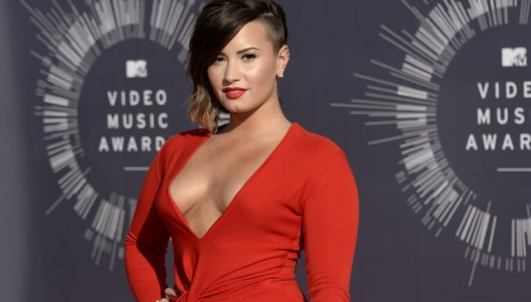 ФОТО: Сексуальные платья и аппетитные формы на красной дорожке MTV